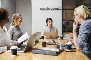 Organize and facilitate an effective work meeting: the ultimate guide